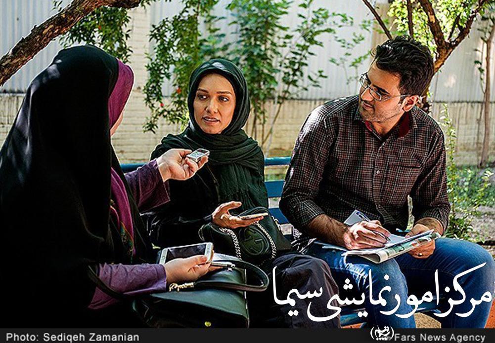 شهرزاد کمال زاده در حال گفتگو با خبرنگار خبرگزاری فارس
