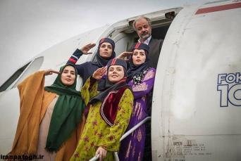 تهیهکننده سریال «نون.خ» از بازدید سعید آقاخانی از مناطق کوهستانی استانهای کردستان و کرمانشاه برای انتخاب لوکیشنهای فصل دوم این سریال خبر داد.    مهدی فرجی تهیهکننده سریال «نون. خ» که قرار است فصل دوم آن به کارگردانی سعید آقاخانی برای ماه رمضان ۹۹ آماده شود، درباره وضعیت فعلی این سریال بیان کرد: قسمتهای اولیه سریال «نون. خ» اکنون در حال نگارش است که قرار است در ۲۵ قسمت نوشته شود.    وی ادامه داد: این سریال ماه رمضان سال آینده روی آنتن شبکه یک میرود و فکر میکنم از یکی دو هفته دیگر به طور رسمی پیش تولید این سریال را شروع میکنیم.    این تهیهکننده با اشاره به حضور دیگر بازیگران نیز گفت: انتخاب بازیگران جدید نیز در دستور کار است و سعید آقاخانی کارگردان سریال به شکلی جدی مشغول بررسی شرایط تولید است، او سفرهایی هم به کردستان و کرمانشاه برای بازبینی لوکیشنها داشته است.    فرجی با اشاره به همکاری استانداری دو استان کردنشین اظهار کرد: از طرف استانداری کرمانشاه و کردستان علاقمندیهایی برای تولید این سریال در کوهستانهای مناطق کردنشین وجود دارد و حتماً امسال بخش مهمی از سریال را در این استانها تولید خواهیم کرد و بیشتر از ظرفیت جغرافیایی این استانها استفاده خواهیم کرد.    تهیه کننده «نون. خ» درباره ترکیب بازیگران این فصل از سریال نیز گفت: ما همچنان از بازیگران و هنرمندان بومی استفاده میکنیم، ترکیب اصلی بازیگران تغییر نخواهد کرد ولی بازیگران جدیدی به سریال اضافه میشوند.    فصل اول سریال «نون. خ» با محوریت شخصیتهای کرد نوروز امسال از شبکه یک سیما روی آنتن رفت.    در این سریال بازیگرانی از جمله سعید آقاخانی، حمیدرضا آذرنگ، علی صادقی، هومن حاجی عبداللهی، نعیمه نظام دوست، سیروس میمنت، شیدا یوسفی، صبا ایزدپناه، هدیه بازوند و… به ایفای نقش پرداختند.